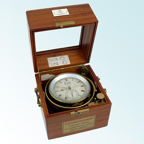 Gesamtansicht Mechanisches Marine-Chronometer Nummer 8 888 des VEB Glashütter Uhrenbetriebe, 1965