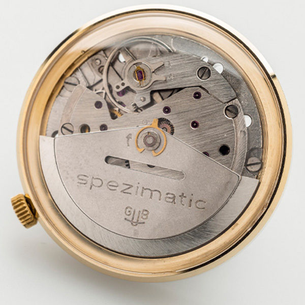 Uhrwerk-zur-Herrenarmbanduhr-Spezimatic
